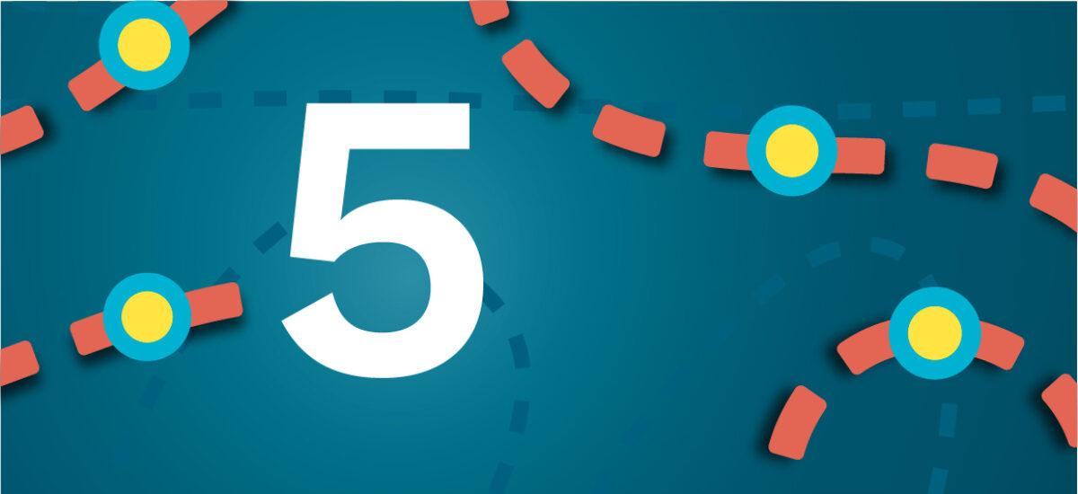 Numero 5 sinisellä taustalla ja oransseilla katkoviivoilla, jotka luovat polun
